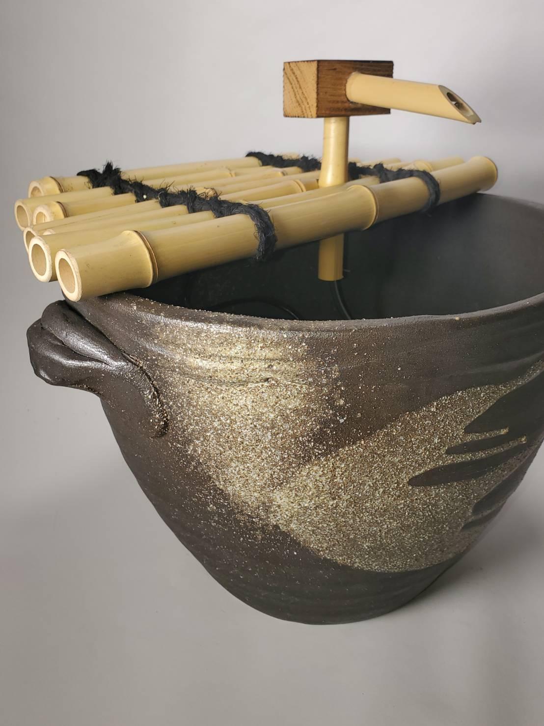 窯肌耳付水流つくばい (竹・循環式モーター)(信楽焼・陶器・つくばい・蹲い)